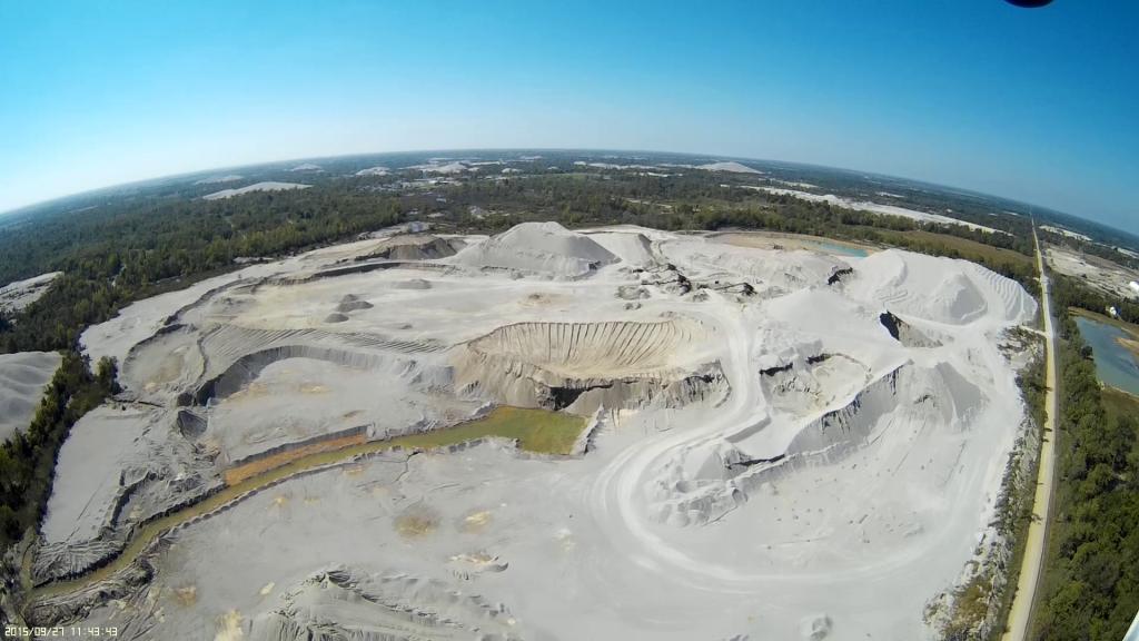 An aerial drone films the OK-KS boarder.