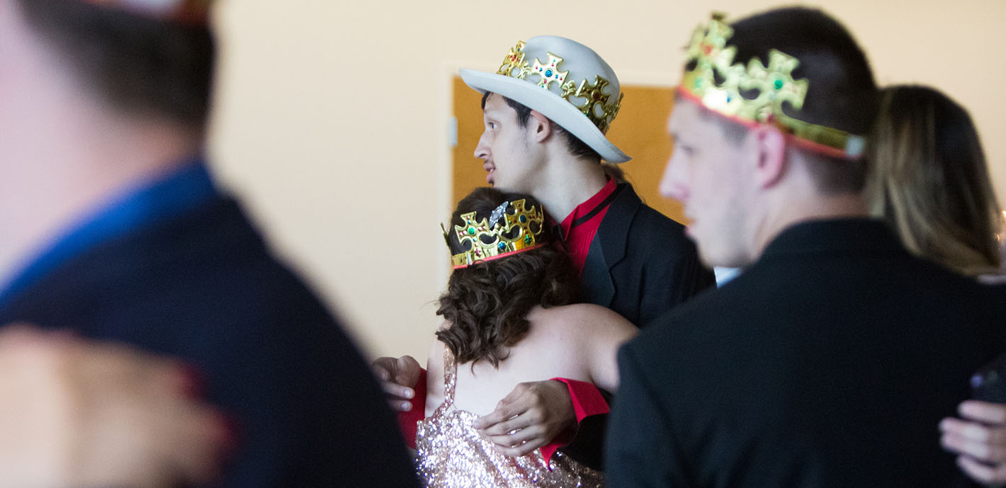 MSSU athletes host prom for Easy Living clients