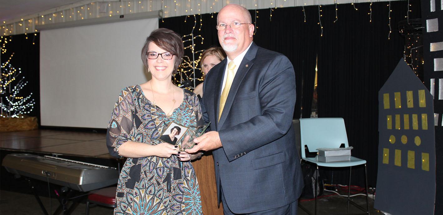 Respiratory therapy grad receives Hero Award from Nevada hospital