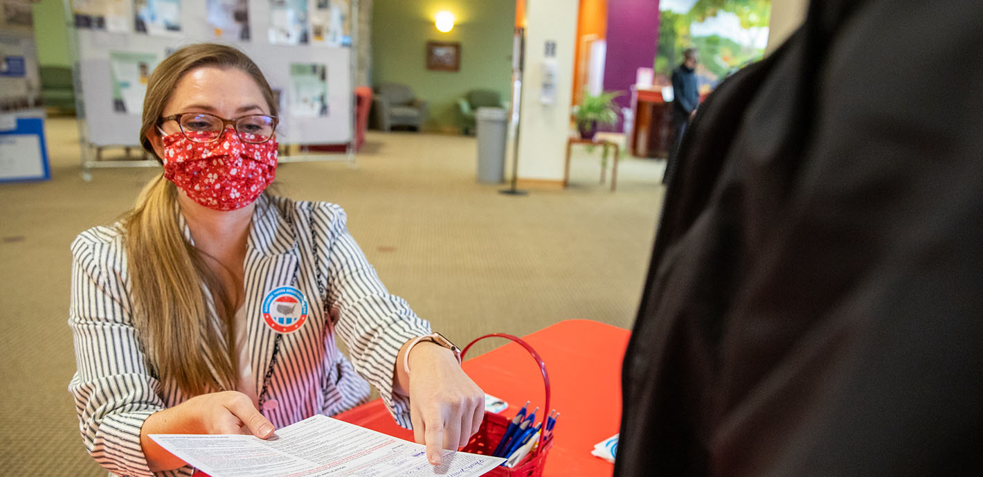 Club Pairs with International & Political Affairs for Voter Registration Events